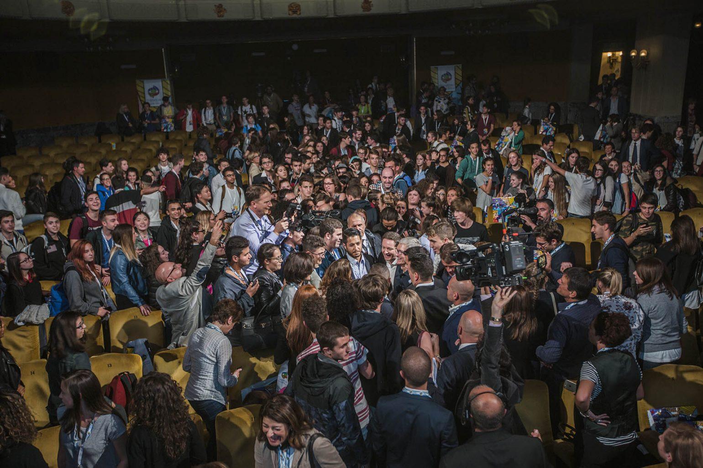 Apple e Osservatorio Permanente Giovani – Editori  hanno firmato un Protocollo d'Intesa  con il Ministero dell'Istruzione per contribuire a rafforzare il processo di digitalizzazione della scuola italiana.